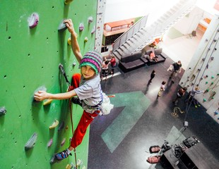 Kinder klettern erst recht bis ganz nach oben
